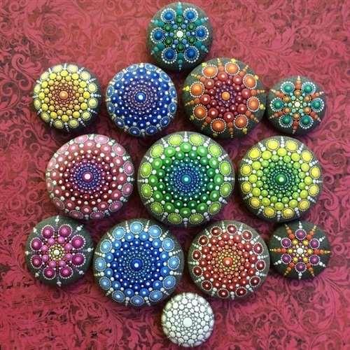 Гипнотически красивые мандалы на идеально круглых камнях