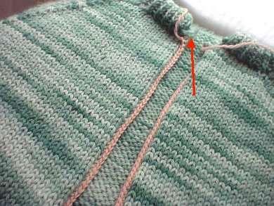 Из пуловера в кардиган или как правильно разрезать вязанную вещь